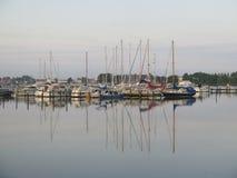 Barcos de navigação no sol do fim da tarde Fotografia de Stock