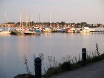 Barcos de navigação no sol do fim da tarde Imagem de Stock Royalty Free