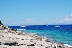 Barcos de navigação, Paxos Fotos de Stock