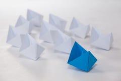 Barcos de papel arranjados junto Fotografia de Stock Royalty Free