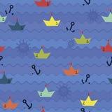 Barcos de papel en el fondo de las ondas Imágenes de archivo libres de regalías