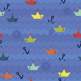Barcos de papel no fundo das ondas Imagens de Stock Royalty Free
