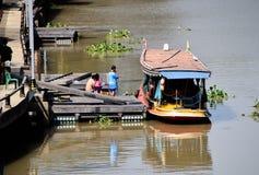 Barcos de passageiro ou excursões do barco imagens de stock