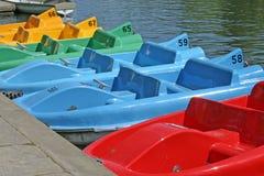 Barcos de Pedalo en el río Dee en Chester Imágenes de archivo libres de regalías