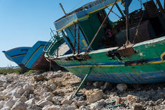 Barcos de pesca abandonados árabes Foto de Stock Royalty Free