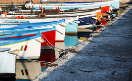 Barcos de pesca amarrados Imagen de archivo libre de regalías