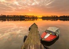Barcos de pesca amarrados para el puerto del invierno Foto de archivo