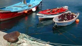 Barcos de pesca antiguos y peque?os metrajes