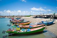 Barcos de pesca coloridos Fotos de archivo libres de regalías