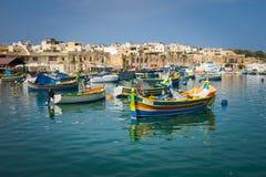 Barcos de pesca coloridos, Malta Fotografia de Stock Royalty Free