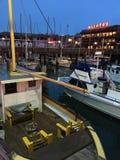 Barcos de pesca comercial no cais do ` s do pescador Imagens de Stock