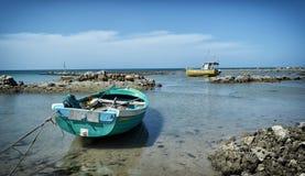 Barcos de pesca con marea baja Foto de archivo libre de regalías
