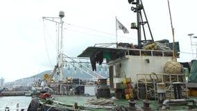 barcos de pesca coreanos 4K en el puerto de mercado de Jagalchi en Busán, Corea del Sur almacen de metraje de vídeo
