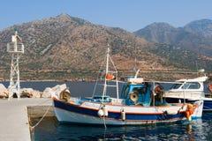 Barcos de pesca, Crete foto de archivo