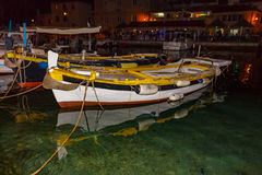 Barcos de pesca de madeira pequenos no fuzileiro naval Imagens de Stock Royalty Free