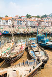Barcos de pesca de madera en el pueblo de Shazikou, Qingdao, China Imágenes de archivo libres de regalías