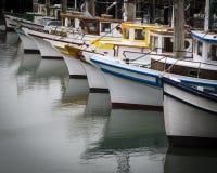 Barcos de pesca del muelle Imágenes de archivo libres de regalías