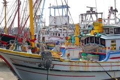 Barcos de pesca do chinês tradicional imagem de stock royalty free