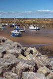 Barcos de pesca durante la bajamar, puerto de Penzance, Cornualles, Inglaterra Fotos de archivo libres de regalías