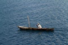 Barcos de pesca e barcos de navigação no Oceano Índico Foto de Stock