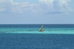 Barcos de pesca e barcos de navigação no Oceano Índico Imagens de Stock Royalty Free