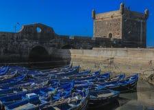 Barcos de pesca e redes de pesca no porto de Essaouira, Marrocos Foto de Stock Royalty Free