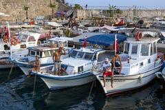 Barcos de pesca em Antalya em Turquia Fotografia de Stock Royalty Free