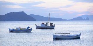 Barcos de pesca em Grécia Fotografia de Stock