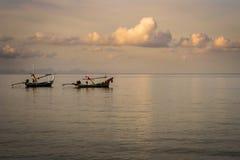Barcos de pesca em Koh Phi Phi 2 Imagens de Stock Royalty Free