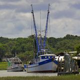 Barcos de pesca em St Helena Island, South Carolina fotografia de stock royalty free