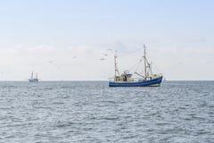 Barcos de pesca em um mar Imagem de Stock