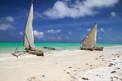 Barcos de pesca em Zanzibar fotografia de stock royalty free