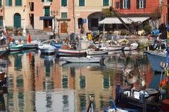 Barcos de pesca en Camogli Imagenes de archivo