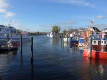 Barcos de pesca en el acceso Imagen de archivo libre de regalías