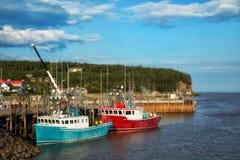 Barcos de pesca en el embarcadero Foto de archivo libre de regalías