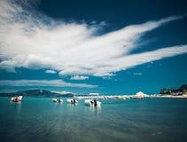 Barcos de pesca en el mar jónico Imagen de archivo libre de regalías