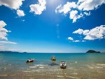 Barcos de pesca en el mar jónico Imágenes de archivo libres de regalías