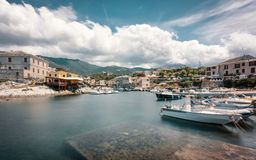 Barcos de pesca en el puerto en Centuri en Córcega Imagen de archivo