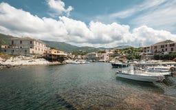 Barcos de pesca en el puerto en Centuri en Córcega Imagen de archivo libre de regalías