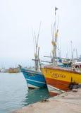 Barcos de pesca en el puerto de Tangalle Foto de archivo