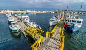Barcos de pesca en el puerto en Bona Vista, Terranova, Canadá Imagen de archivo libre de regalías