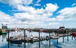 Barcos de pesca en el puerto de Howth Foto de archivo libre de regalías