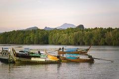 Barcos de pesca en Krabi Fotografía de archivo