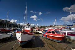 Barcos de pesca en la arena Imágenes de archivo libres de regalías