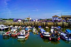 Barcos de pesca en la bahía del oeste imágenes de archivo libres de regalías