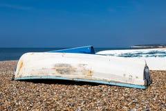 Barcos de pesca en la costa Fotografía de archivo libre de regalías