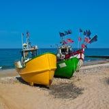 Barcos de pesca en la orilla Fotos de archivo libres de regalías