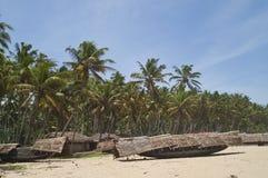 Barcos de pesca en la playa imágenes de archivo libres de regalías