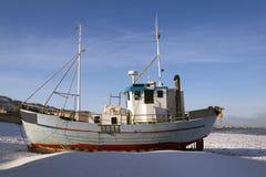 Barcos de pesca en la playa Fotos de archivo