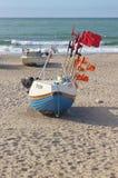 Barcos de pesca en la playa de Vorupor, Dinamarca imagenes de archivo